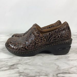 b.o.c Peggy Brown Embossed Leather Clogs Size 8.5